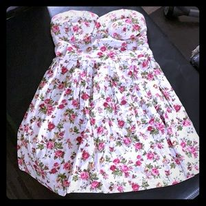 Say what, floral strapless dress